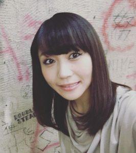 yaida_hitomi_prof